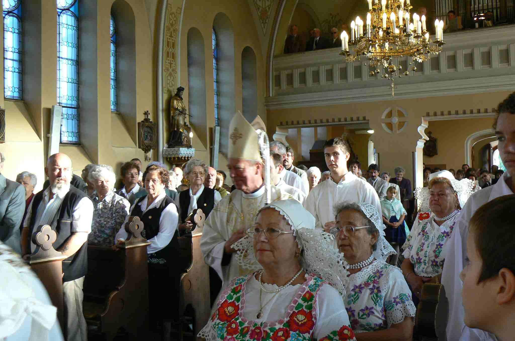 Ünnepélyes püspöki szentmise kezdete